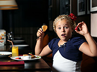 Диетологи рассказали, как правильно ходить с детьми в рестораны