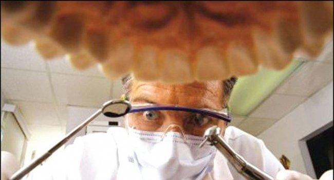 Стоматолог в Петербурге удалил пациентке 22 здоровых зуба