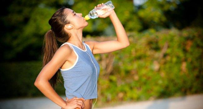 Как правильно заниматься бегом в жару?