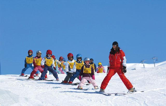 Какие особенности необходимо учесть для занятий горными лыжами?