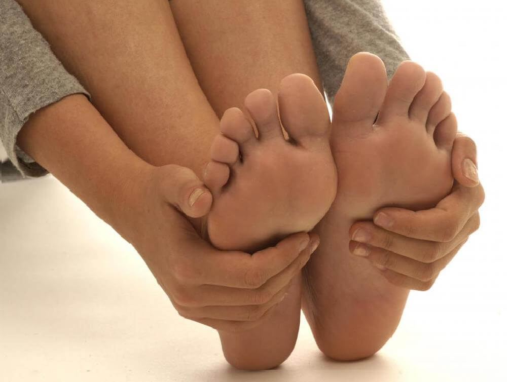 Что из себя представляет удаление косточек на ногах?