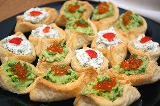 Делаем тарелочки из сыра и лаваша