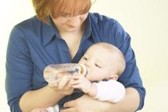 Стоит ли отучать ребёнка засыпать с бутылочкой