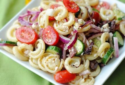 Быстрый салат с макаронами по-гречески