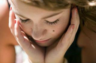 Страшны ли родинки на лице и теле