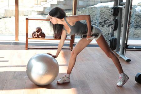 Фитнес-клуб vs домашние тренировки