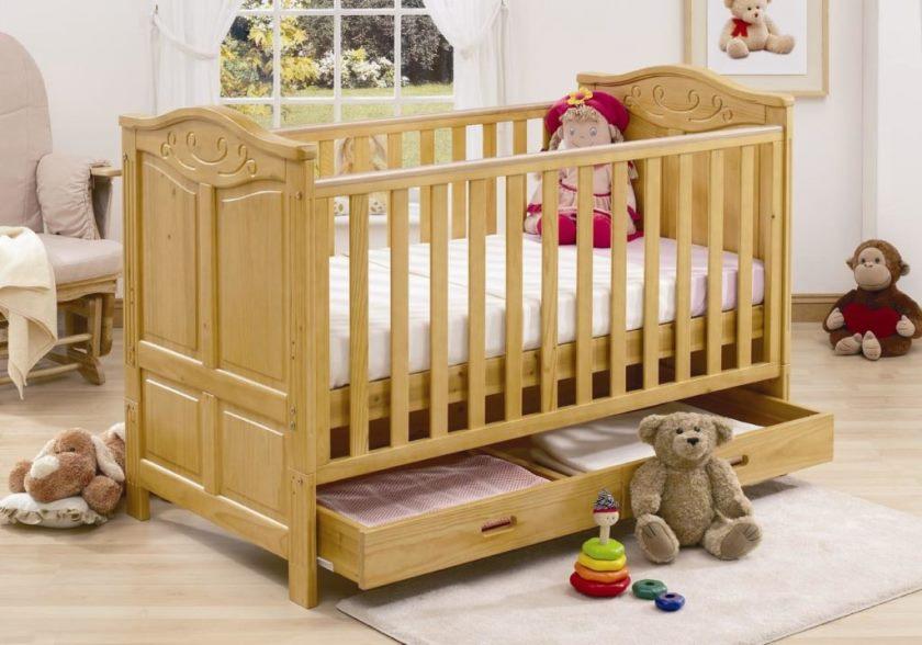 Как выбрать малышу кроватку?